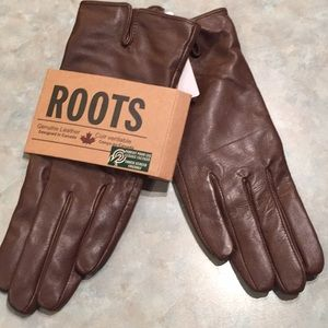 Roots brown leather gloves
